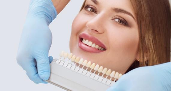 Λεύκανση δοντιών: Ανανεώστε το χαμόγελό σας μέσα σε μία ώρα!